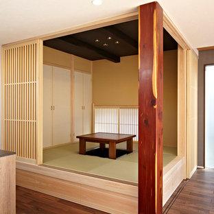 Réalisation d'une salle de séjour design de taille moyenne et ouverte avec un sol de tatami.