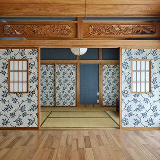 東京23区の和風のおしゃれなファミリールーム (青い壁) の写真