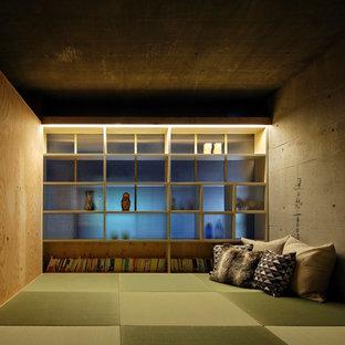 Immagine di un soggiorno etnico con pareti multicolore, pavimento in tatami e pavimento verde