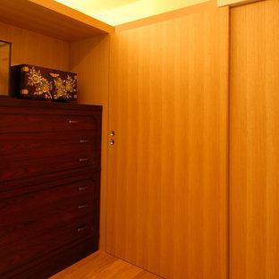 東京23区の小さい北欧スタイルのおしゃれな独立型ファミリールーム (ミュージックルーム、白い壁、畳、暖炉なし、テレビなし、緑の床) の写真