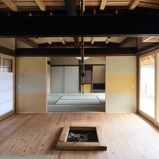 京都のアジアンスタイルのおしゃれなファミリールーム (畳) の写真