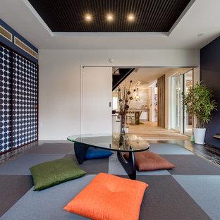 他の地域のエクレクティックスタイルのおしゃれなファミリールーム (畳、グレーの床) の写真
