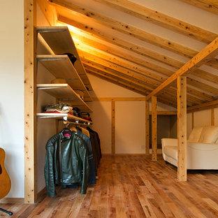 他の地域のアジアンスタイルのおしゃれなファミリールーム (マルチカラーの壁、畳、緑の床) の写真
