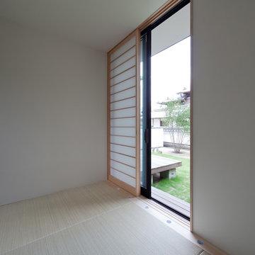 小さな中庭と大きな縁側  Nakaniwa - Engawa House