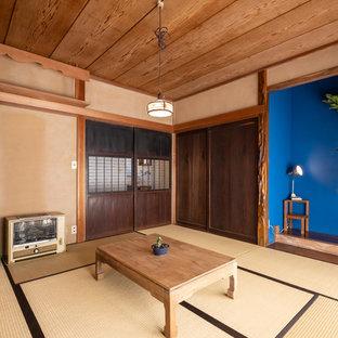 他の地域の和風のおしゃれなファミリールーム (茶色い壁、畳、茶色い床) の写真
