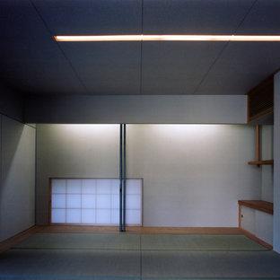大阪の中サイズの和風のおしゃれな独立型ファミリールーム (白い壁、畳、暖炉なし、テレビなし、緑の床) の写真