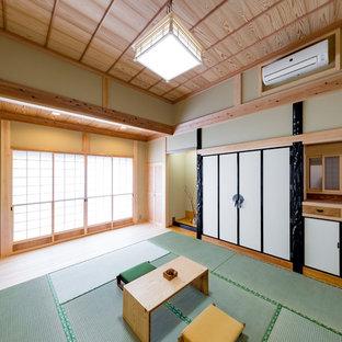 他の地域の和風のおしゃれな独立型ファミリールーム (緑の壁、畳、緑の床) の写真