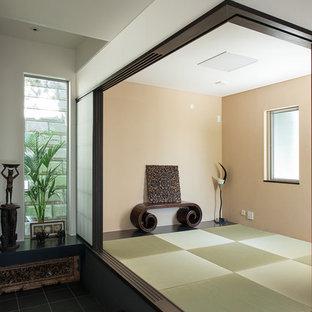 アジアンスタイルのおしゃれなファミリールームの写真