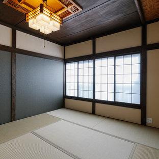 Esempio di un soggiorno etnico con pareti beige e pavimento in tatami