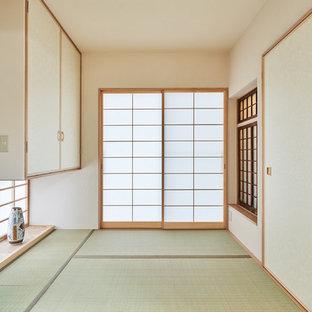 東京都下のアジアンスタイルのおしゃれなファミリールームの写真