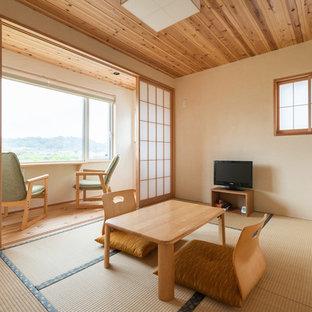 他の地域の和風のおしゃれな独立型ファミリールーム (畳、据え置き型テレビ) の写真