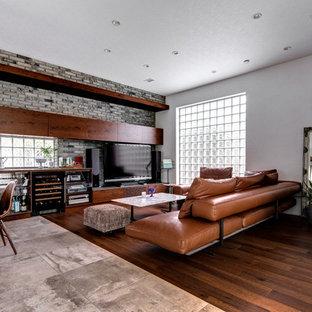 東京23区の大きいコンテンポラリースタイルのおしゃれなファミリールーム (白い壁、マルチカラーの床) の写真