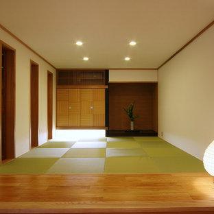 他の地域のアジアンスタイルのおしゃれなファミリールーム (白い壁、畳、白い床) の写真