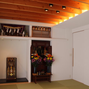 他の地域の広い和風のおしゃれな独立型ファミリールーム (マルチカラーの壁、畳) の写真
