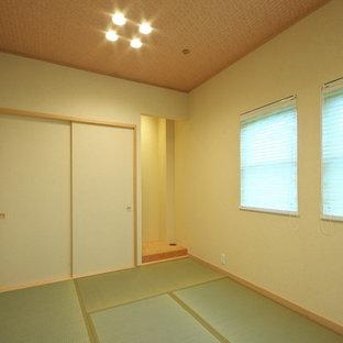 Idee per un soggiorno moderno con pareti bianche, pavimento in compensato, nessun camino e pavimento beige