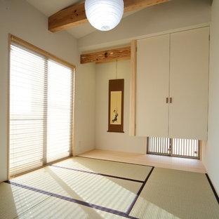 神戸の小さいアジアンスタイルのファミリールームの画像 (ベージュの壁、暖炉なし、テレビなし、独立型、畳)