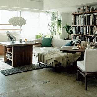 他の地域のインダストリアルスタイルのおしゃれなファミリールーム (白い壁、コンクリートの床、グレーの床) の写真