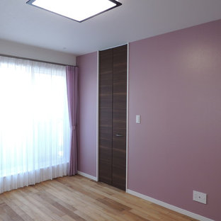 colored wall coverings of a contemporary house カラフルな壁紙を使った住宅