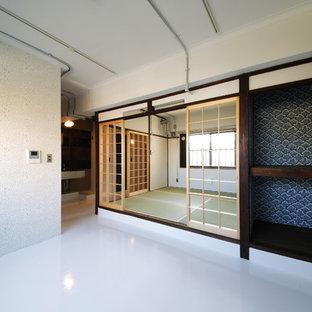東京23区の和風のおしゃれなファミリールーム (和モダンな壁紙) の写真