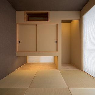 福岡の小さい和風のおしゃれなファミリールーム (茶色い壁、テレビなし、畳) の写真