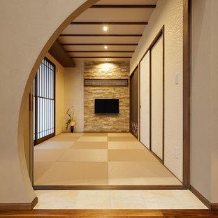 Cette photo montre une salle de séjour asiatique avec un mur blanc.