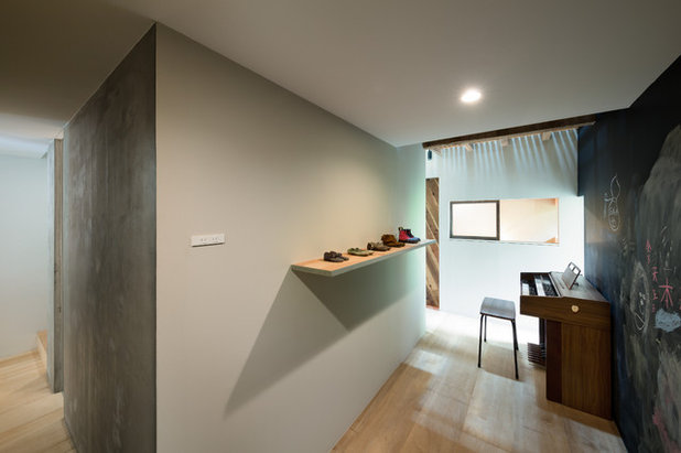 Asian Family Room by PUDDLE Inc