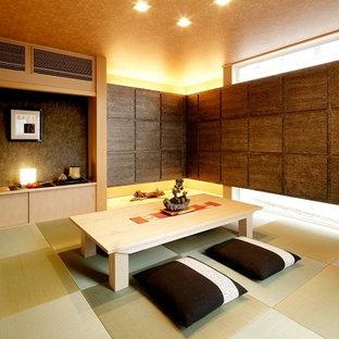 Esempio di un soggiorno etnico con pareti marroni, pavimento in tatami e pavimento verde