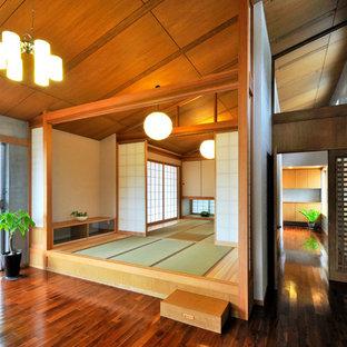 Foto di un soggiorno etnico con pareti grigie, pavimento in tatami e pavimento verde