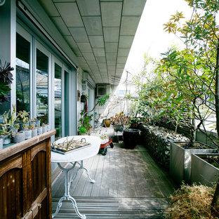 東京23区のアジアンスタイルのおしゃれなベランダ・バルコニー (張り出し屋根) の写真