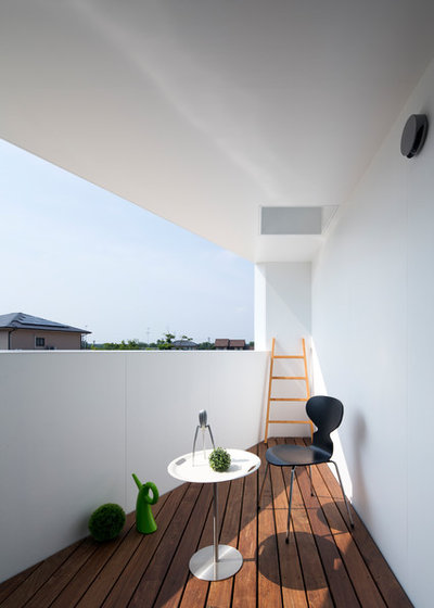 Contemporary Balkong by エン アーキテクチャー+デザイン/EN.Architecture+Design