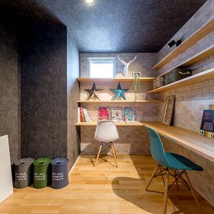 大阪のインダストリアルスタイルのおしゃれなホームオフィス・書斎の写真