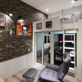 東京23区のコンテンポラリースタイルのおしゃれな書斎 (グレーの床、白い壁、淡色無垢フローリング) の写真