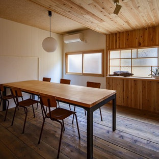 Example of an asian home office design in Osaka