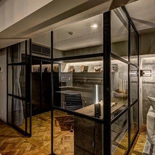 東京23区のインダストリアルスタイルのおしゃれなホームオフィス・書斎の写真