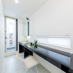 他の地域のコンテンポラリースタイルのおしゃれなホームオフィス・仕事部屋 (白い壁) の写真