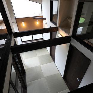 Ispirazione per un ufficio etnico di medie dimensioni con pareti bianche, pavimento in tatami, scrivania incassata e pavimento verde