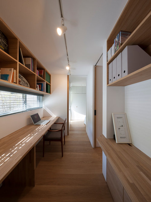 Small Modern Built In Desk Study Room Idea In Tokyo With White Walls