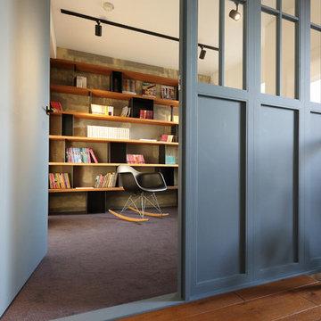 本に囲まれて暮らす家