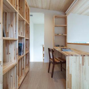 他の地域のアジアンスタイルのおしゃれなホームオフィス・仕事部屋の写真