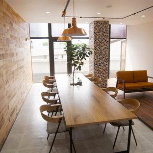 Exemple d'un petit bureau scandinave de type studio avec un sol en vinyl, un bureau indépendant et un sol gris.