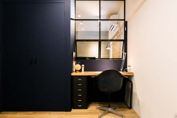 Contemporary Home Office & Library by RENOSY