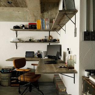 インダストリアルスタイルのおしゃれなホームオフィス・書斎の写真