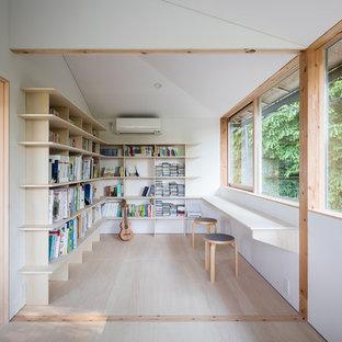 他の地域のモダンスタイルのおしゃれなホームオフィス・書斎の写真