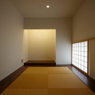 他の地域の小さい和風のおしゃれなホームオフィス・仕事部屋 (畳、ベージュの床) の写真