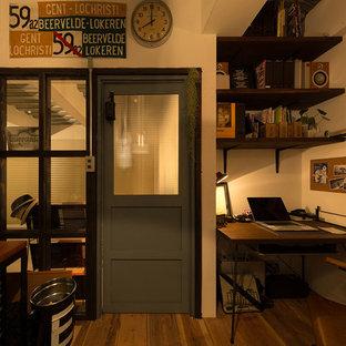 他の地域のインダストリアルスタイルのおしゃれなホームオフィス・書斎の写真