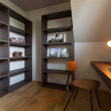 香川県に建つ、「ひかりのある家」の書斎