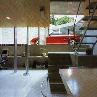 横浜のコンテンポラリースタイルのおしゃれなホームオフィス・仕事部屋 (グレーの壁、造り付け机、グレーの床) の写真
