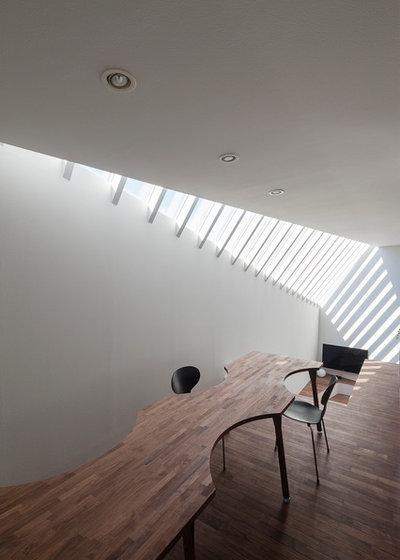 Moderne Bureau à domicile by 岸本和彦 acaa