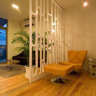 Неиссякаемый источник вдохновения для домашнего уюта: кабинет в скандинавском стиле с библиотекой и белыми стенами