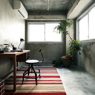 東京23区のインダストリアルスタイルのおしゃれなホームオフィス・仕事部屋の写真